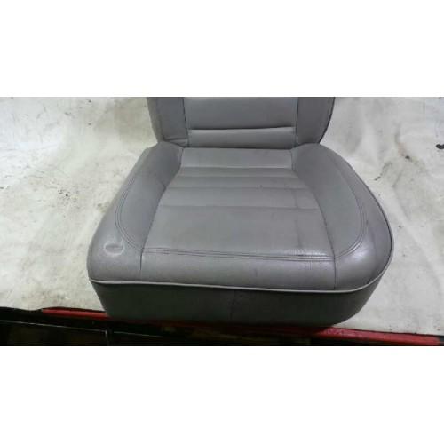 Asiento trasero izquierdo de Volkswagen (7LA 7L6 7L7) Año: 2002 CUERO